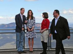 ROYAL INTERPRETATION The Duke and Duchess of Cambridge with Anthea Hammon and Randall Walker at Echo Point.